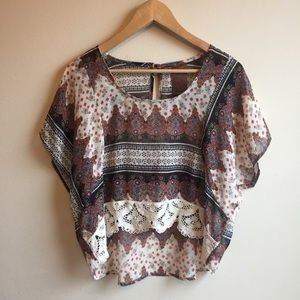 Wallpapher | Boho Lace Patterned Crop Top